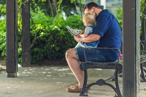 daddy-reading-with-baby