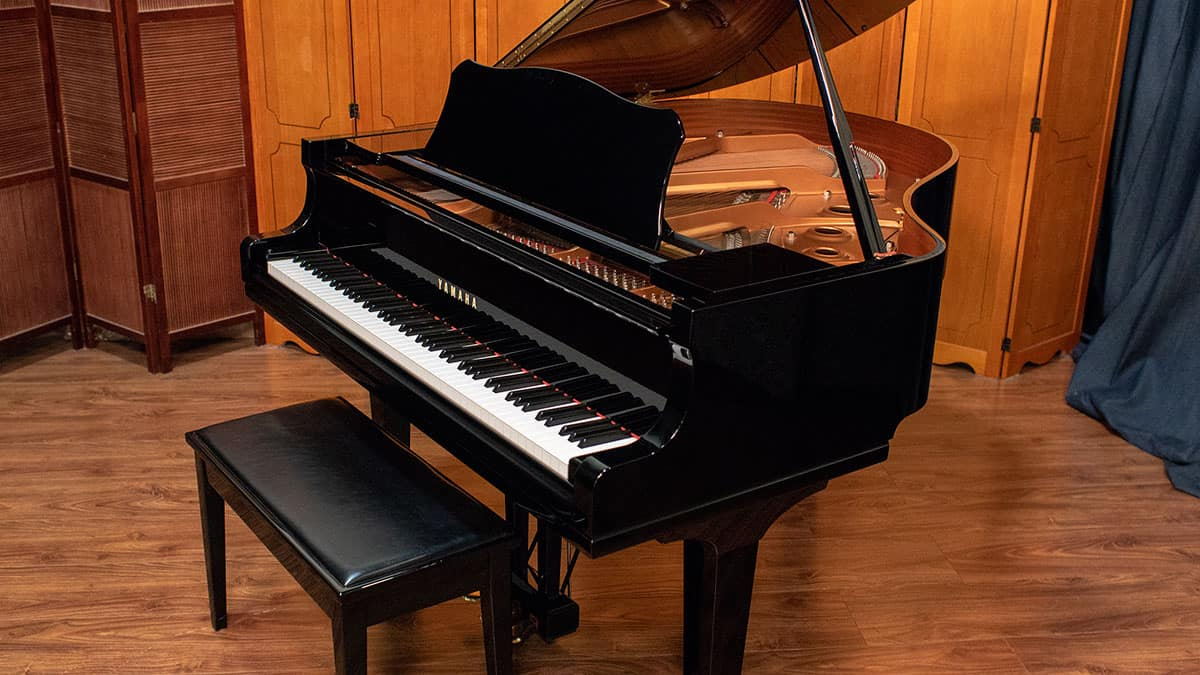 Yamaha GC1 baby grand piano