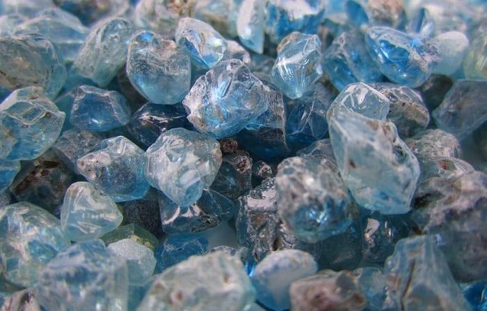 Blue rough zircon